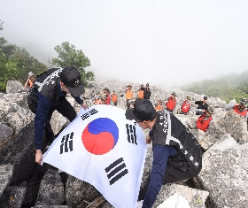 "A Casket draped in the national flag ""Taegukki"" (2015.06.23. Top of Seolak Mountain 1243 highland) 대표 이미지"