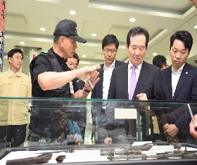 Chairman of congress Jung Se-Gyun at MAKRI Exhibition (2016.08.22. National Assembly hall) 대표 이미지