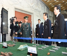 Former Prime Minister Hwng Gyo-Ahn at the Korean War Joint Enshrinement Ceremony (2016.12.02. Seoul National Cemetery) 대표 이미지